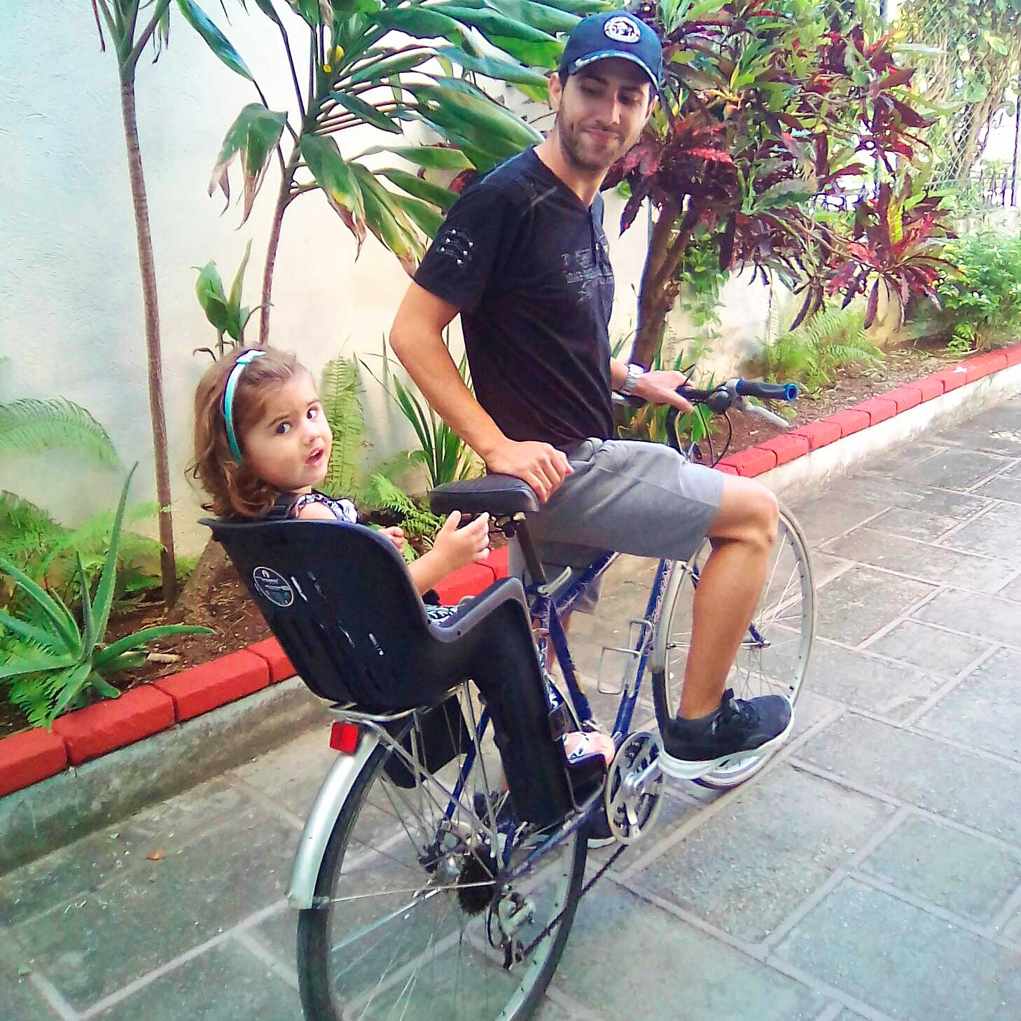 Chair for children in tours or rental. Bike Rental & Tous Havana