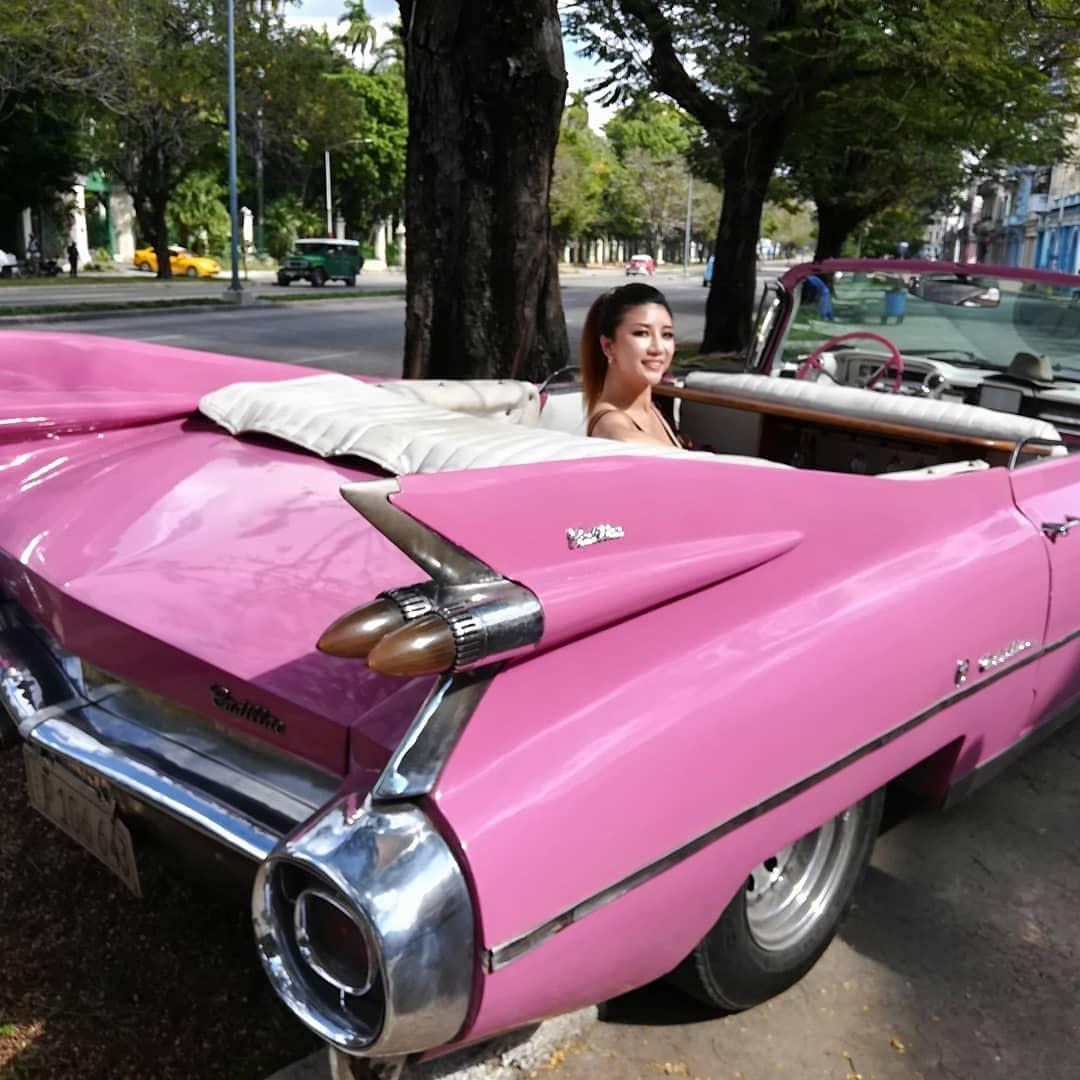 carro antiguo rosado